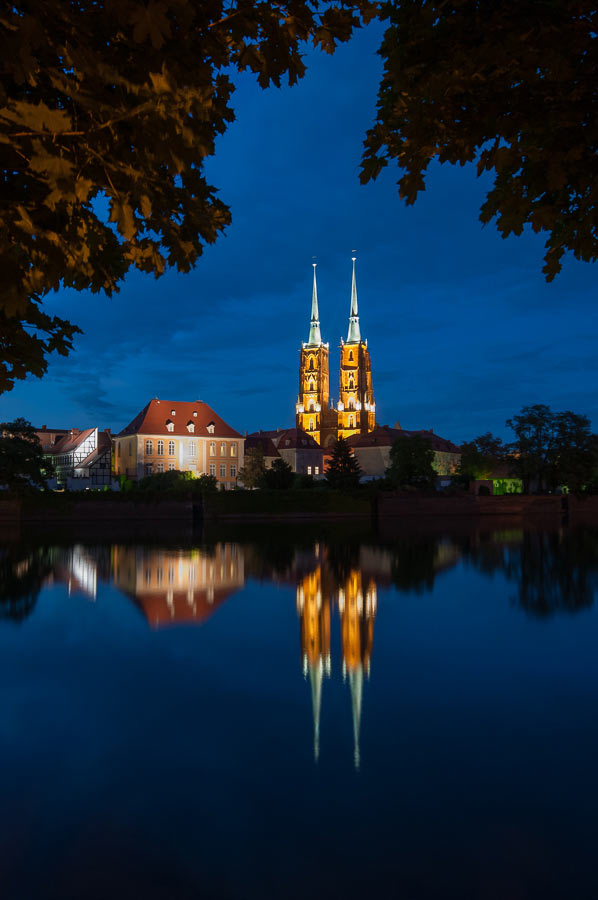 wrocklaw poland cathedral at night